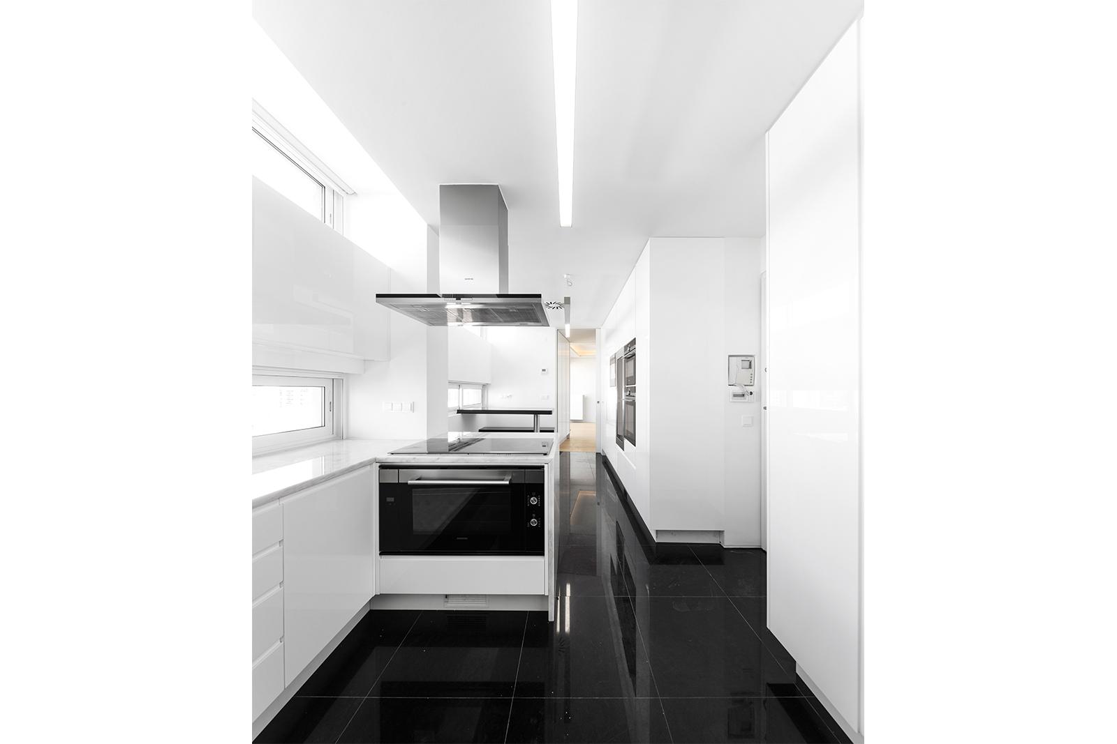 roma appartement contacto atl ntico. Black Bedroom Furniture Sets. Home Design Ideas